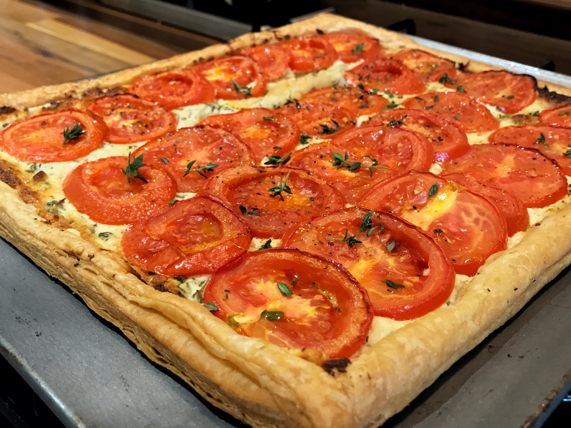 Goat's cheese, thyme and tomato tart